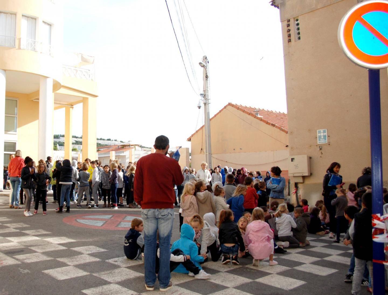 Les écoliers évacuent chacun vers les points de regroupement désigné.