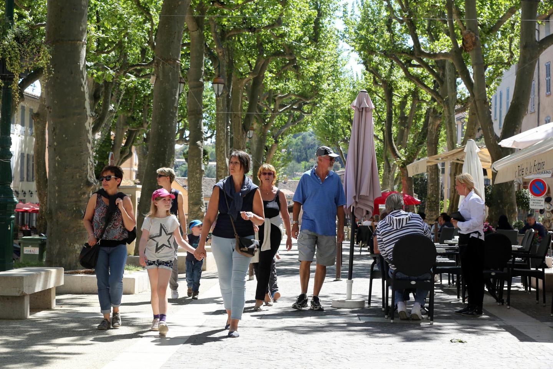 Le village varois de Cotignac est très apprécié par les touristes.