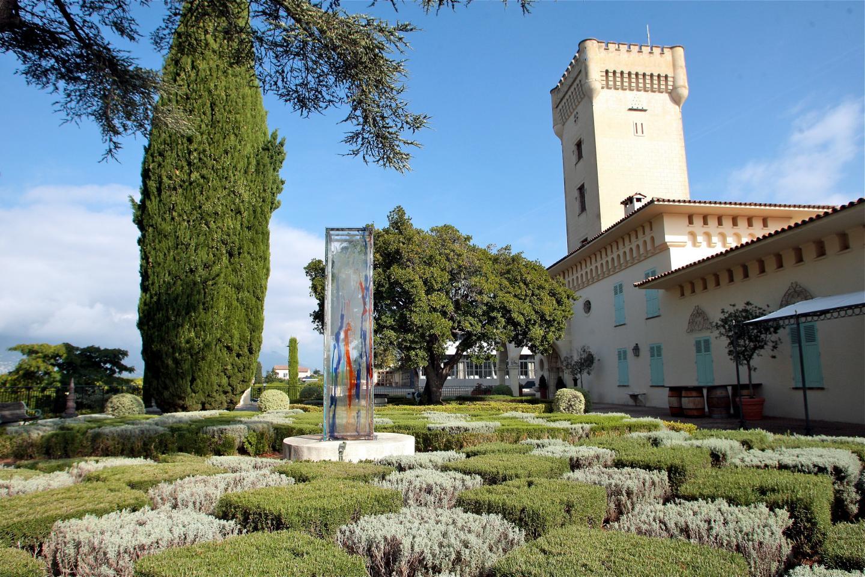 Le château de Crémat, un des fleurons de la prestigieuse AOC de Bellet.