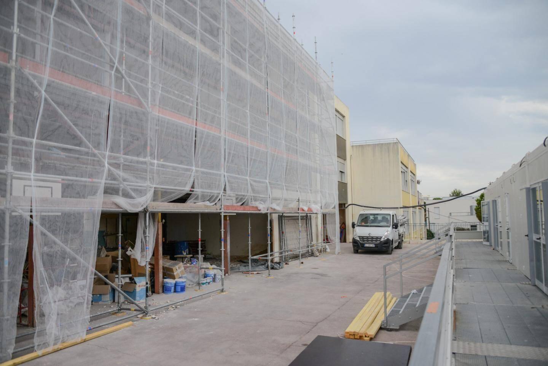 Un long et complexe chantier a débuté, cet été, au groupe scolaire Corniche Fleurie, dernière école de type Pailleron.