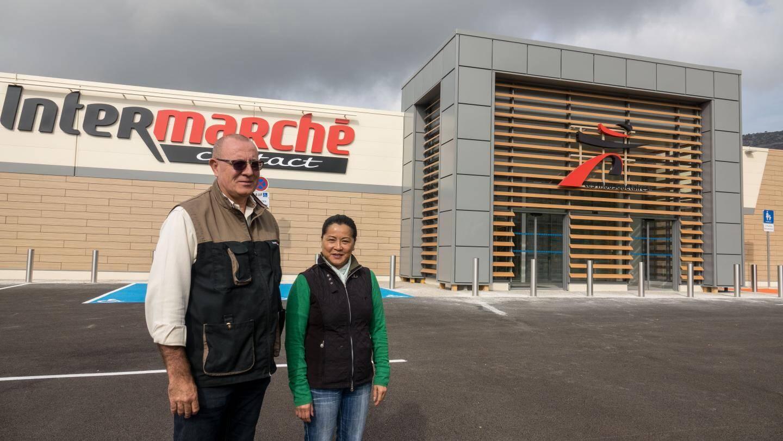 Le nouveau supermarché, un véritable dépaysement. Philippe et Colette Denis, passe des 300 m2 du petit Ecomarché aux 1 000 du nouveau magasin.