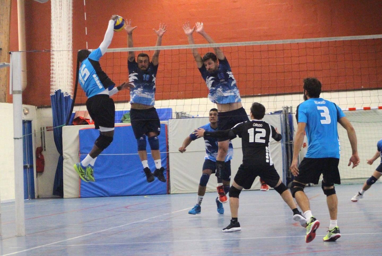 Comme à son habitude, Mevaa (bleu ciel) a été là dans les moments clés du match.