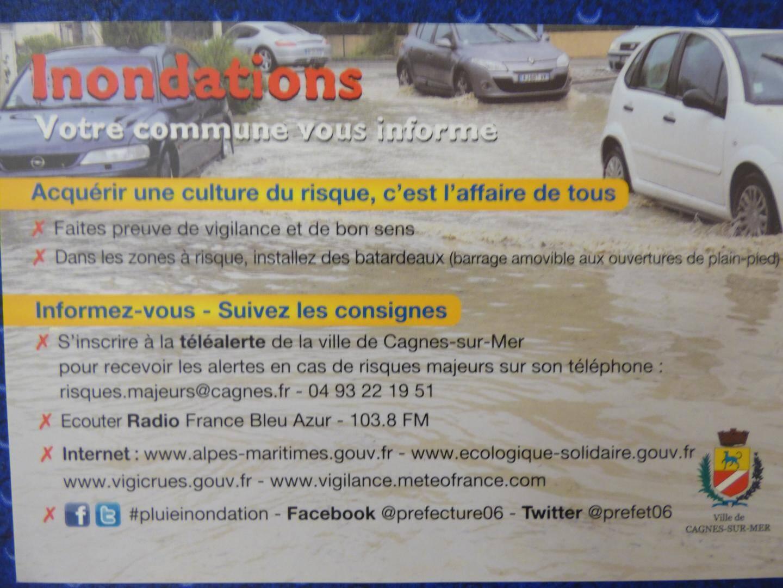une carte de recommandations dans les boîtes aux lettres de  tous les habitants des zones inondables de la ville de Cagnes-sur-mer.