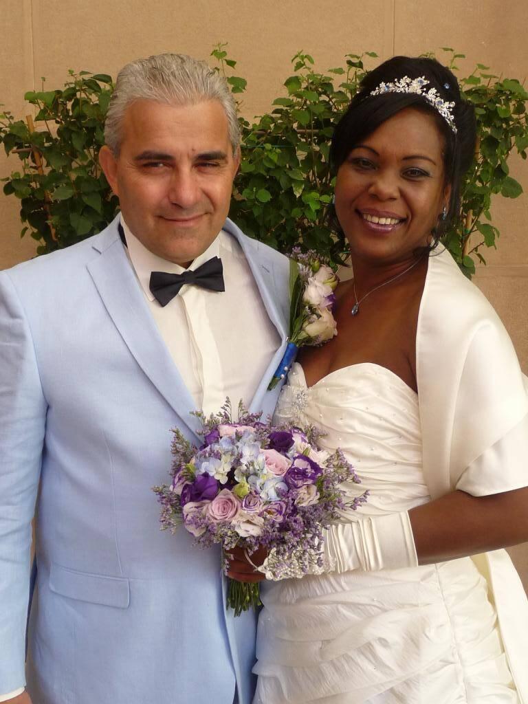 Daniel Cohen, commercial, et Elena Fang Armenteros, aide-soignante.