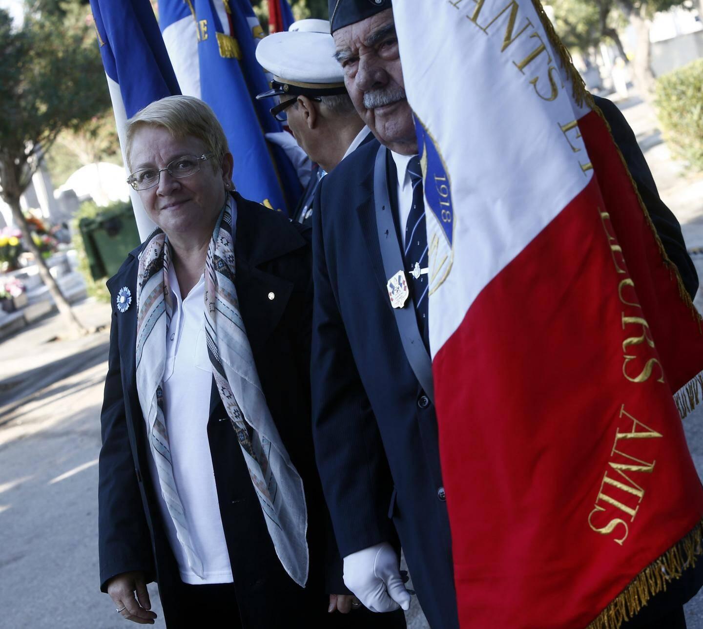 Françoise Begey, aux côtés de son porte-drapeau octogénaire, lors des cérémonies  du 1er novembre au cimetière de Lagoubran.