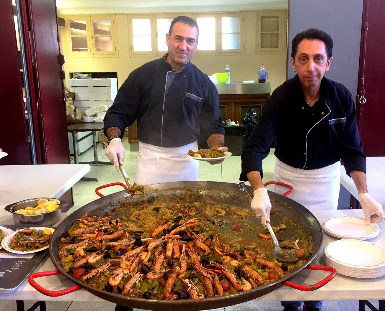 La paella géante partagée par les plaisanciers a été très appréciée.