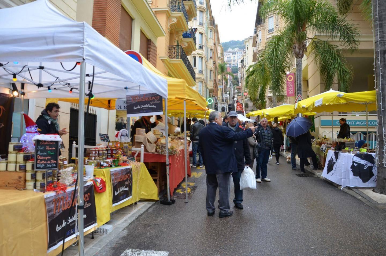 Le Marché du Monde présente une grande variété de produits du terroir, d'artisanat, etc.