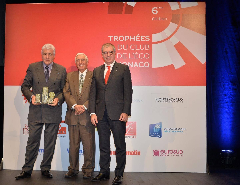 Etienne Franzi (CMB) et Robert Laure (CMG) félicités par le secrétaire d'Etat, Jacques Boisson.