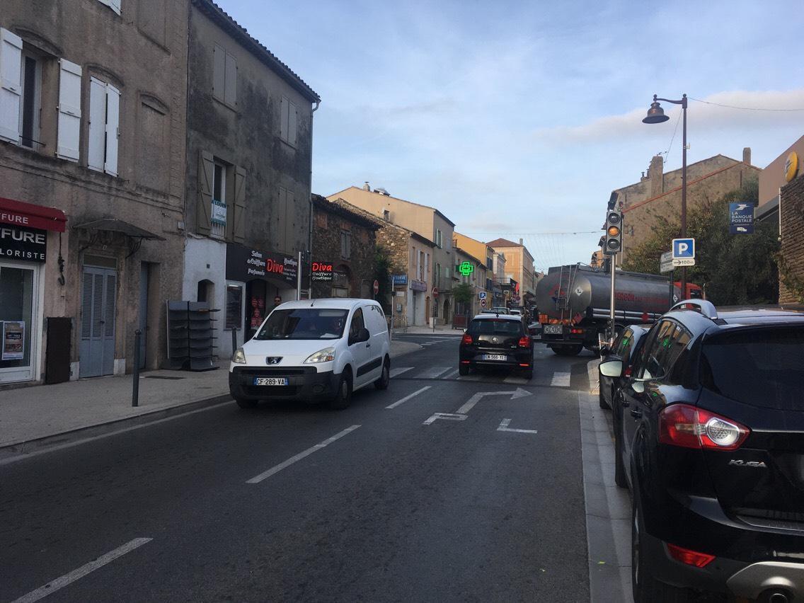 Ils ont pris place depuis quelques jours au carrefour de La Poste à Cogolin.