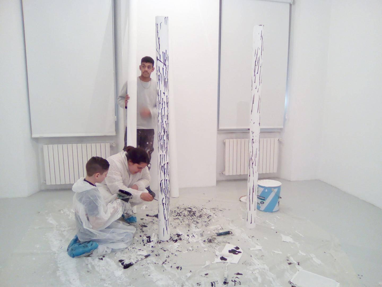 Les œuvres de Dominique Figarella, Bernar Venet, Michel Verjux, Yves Klein et Bombelli ont été sélectionnées par les élèves.