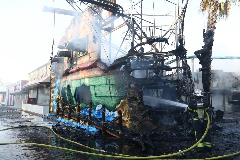 Les images de l'incendie qui s'est déclaré ce vendredi au parc d'attractions Antibes Land.