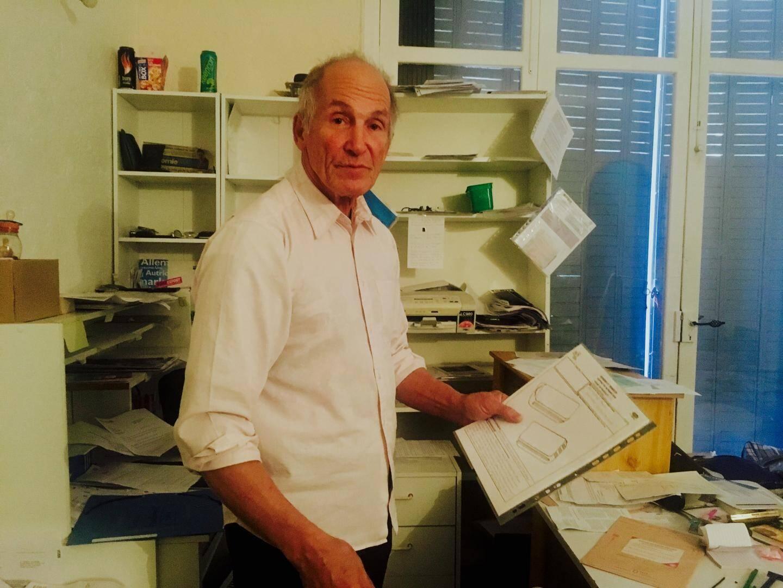 Herbert Waldmann dans son bureau au sous-sol