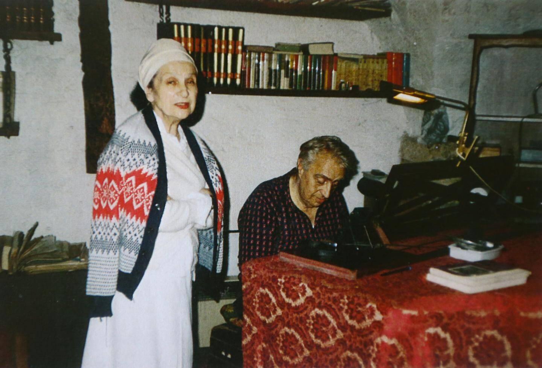 Dans la maison du Vieil Antibes, sur les remparts, Willy et Manou continuent à vivre leur passion : l'art, la musique, la culture…(DR)