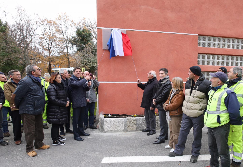 La plaque de l'inauguration a été dévoilée par le président Charles Ange Ginésy et le maire de la commune Roger Cresp.