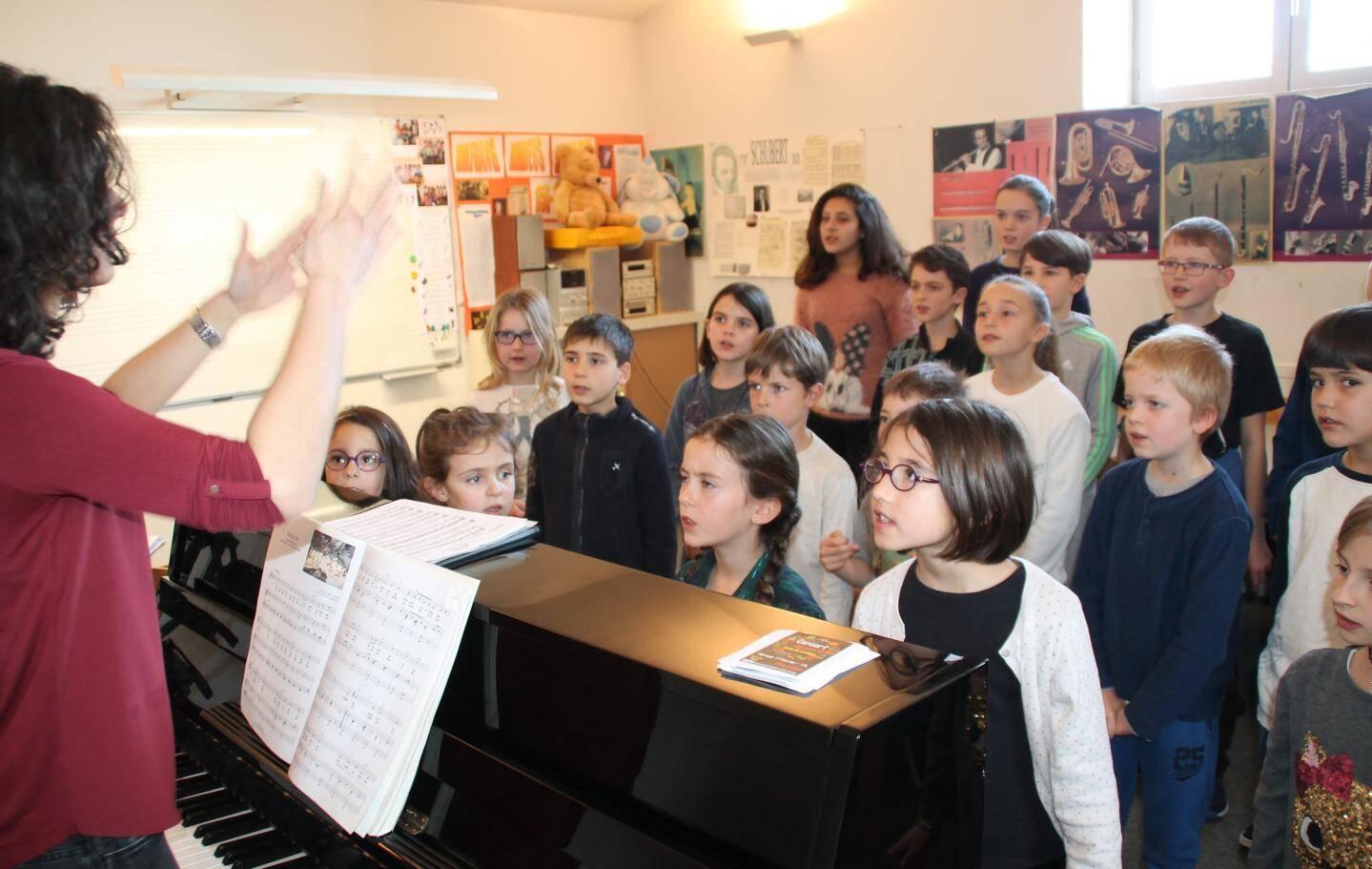 Dès 6 ans les élèves peuvent intégrer la classe de formation musicale, d'Isabelle Alonso.