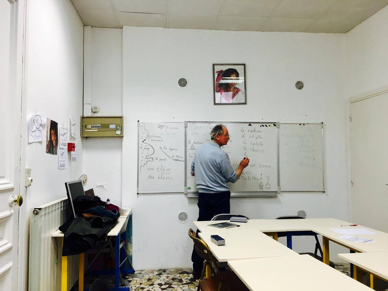 Michel dispense désormais ses cours dans les locaux du Secours catholique
