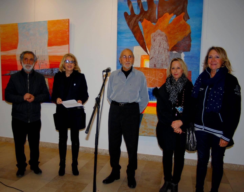 La conseillère municipale Pascale Bertorini (2e à gauche), entourée d'élues, a présenté les deux artistes