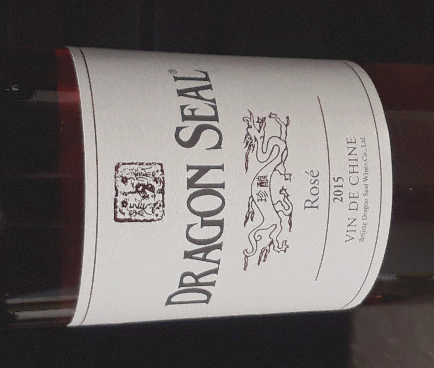 Vu dans un rayon réservé aux vins, ce flacon de rosé importé de Chine.