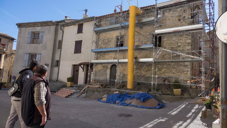 La maison Chabaud, sur la place centrale du village, est en train d'être transformée en gîtes communaux.