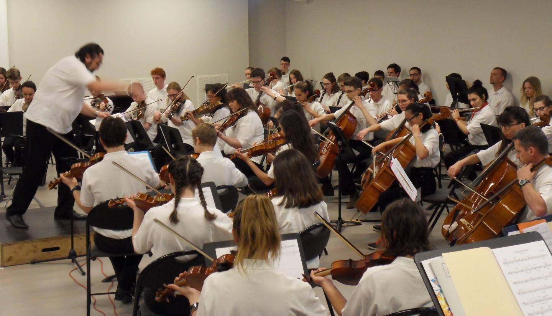 L'orchestre symphonique des établissements maristes européens était en concert, mardi soir au Cours Fénelon.