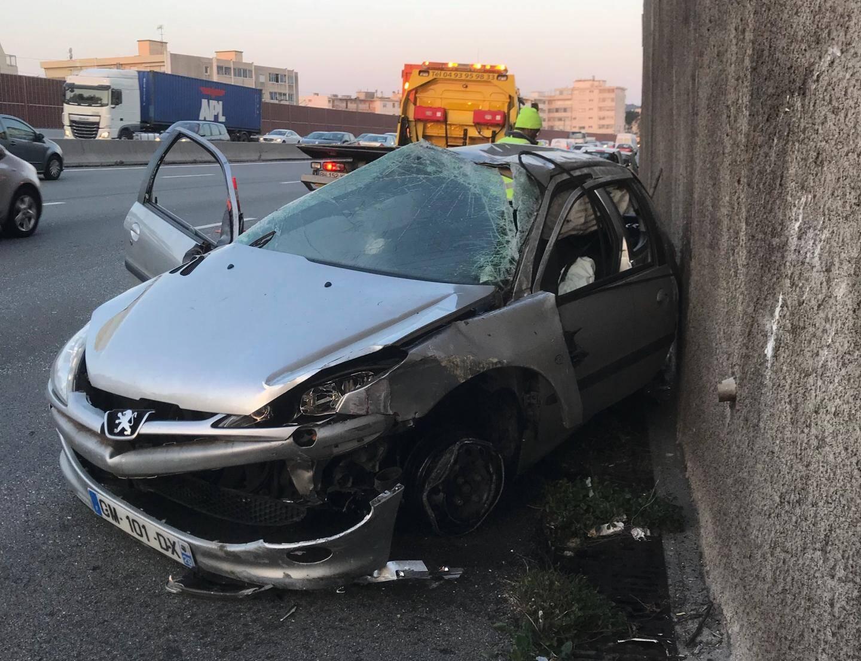 Un premier accident est survenu à hauteur de Saint-Laurent-du-Var