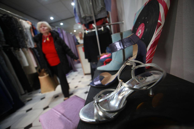 Chaussures, pantalons, vestes... On trouve de tout chez Var Azur Linge, à des prix défiant toute concurrence.