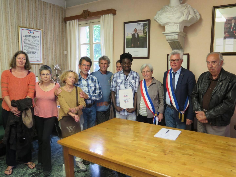 """Moussa lors de son """"baptême civil"""" en mairie de Breil-sur-Roya, en juin 2016"""