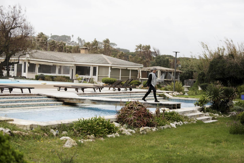 6 300 m2 constellés de dix chambres et une suite sur la plage de Pampelonne, une situation unique à Ramatuelle, qui vaut à l'Epi-Plage de Shahla Mauch Deyhim de passer sous pavillon américain.
