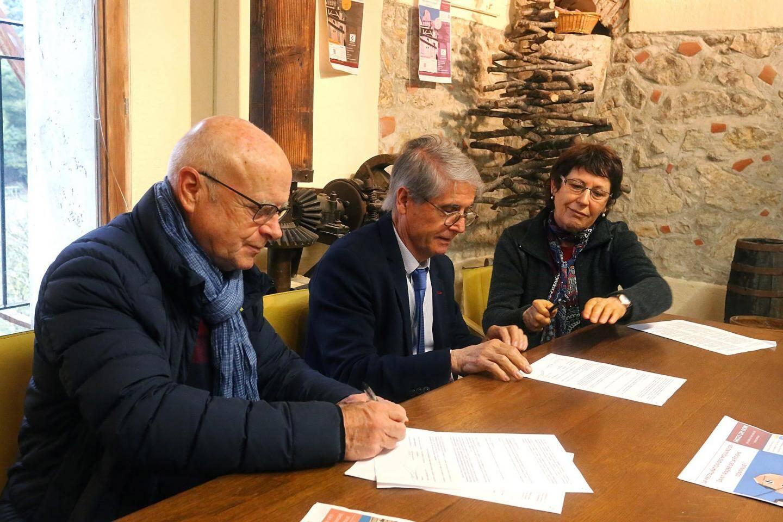 La municipalité, la Fondation du patrimoine et l'Association pour la sauvegarde et la mise en valeur du patrimoine ont signé une convention de souscription pour une 3e tranche de travaux.