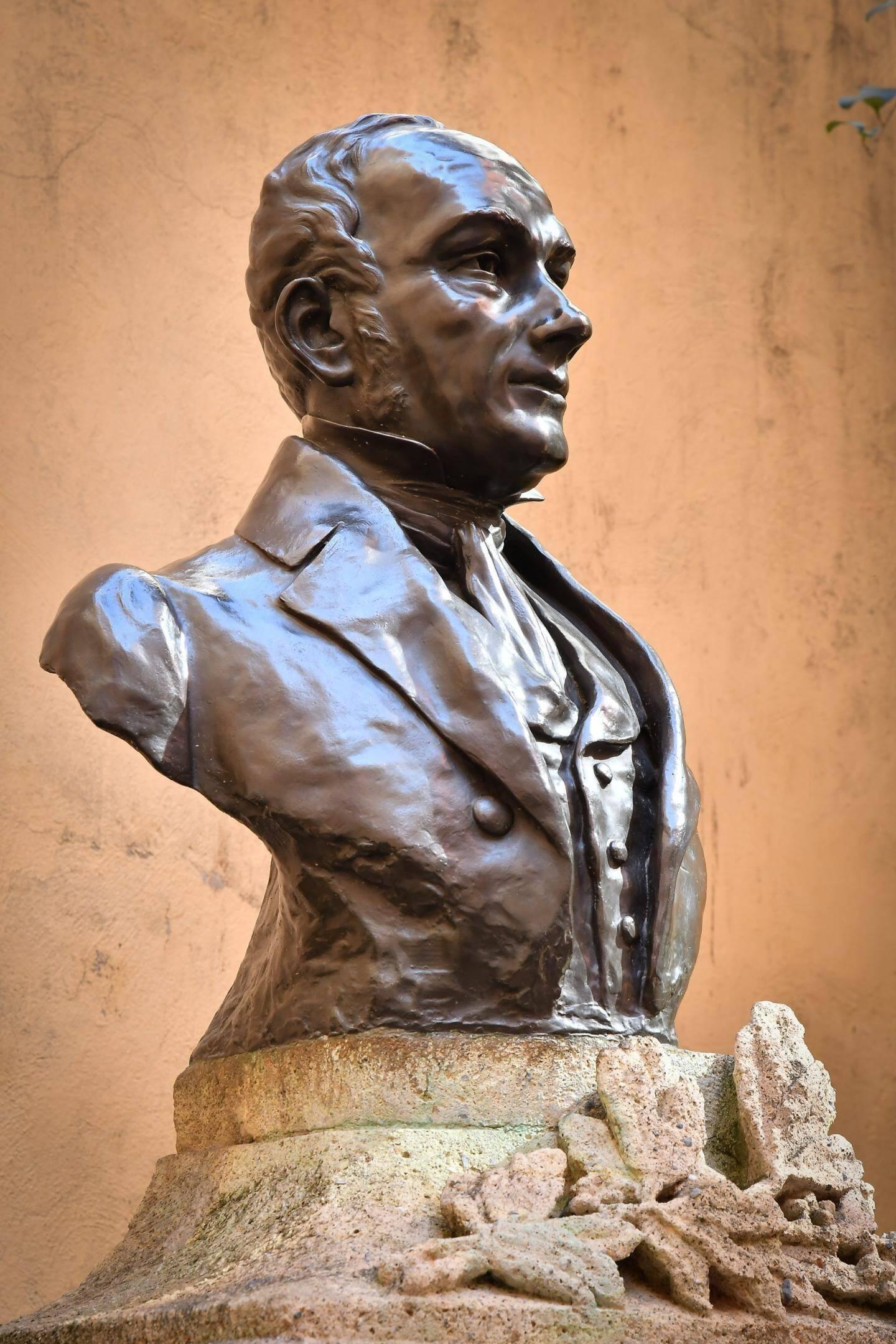 Le buste de François-Joseph Bosio sur la placette qui porte le nom du sculpteur monégasque.