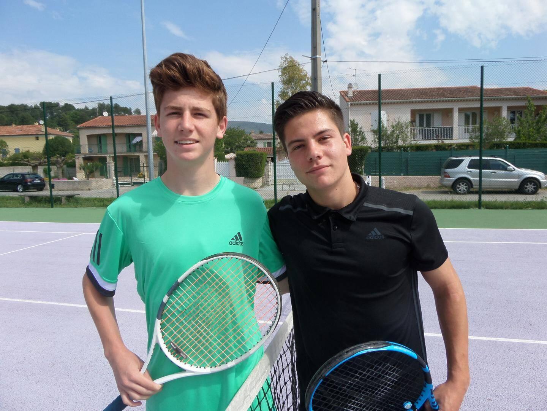 Schmitt et Coursol, du bon tennis.