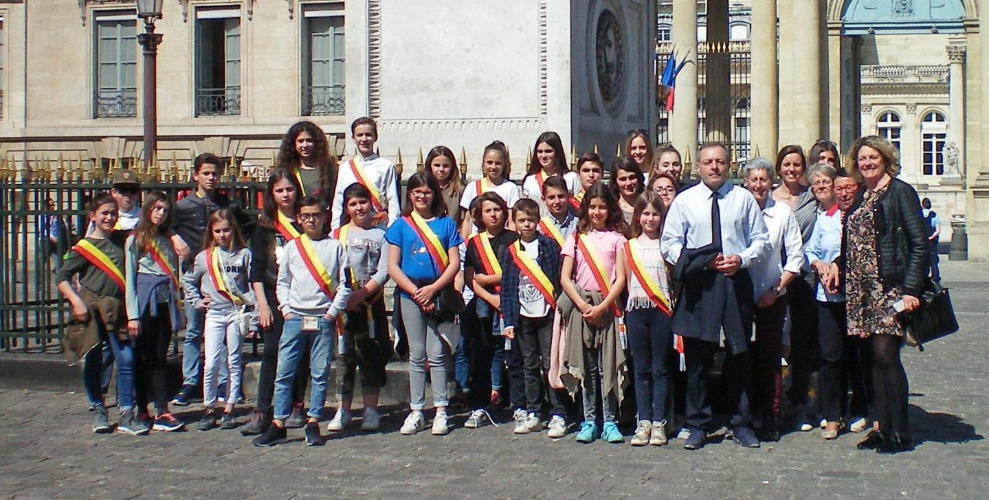 Sébastien Bourlin avait rejoint le conseil municipal des jeunes pour cette visite de l'Assemblée nationale avec la députée.