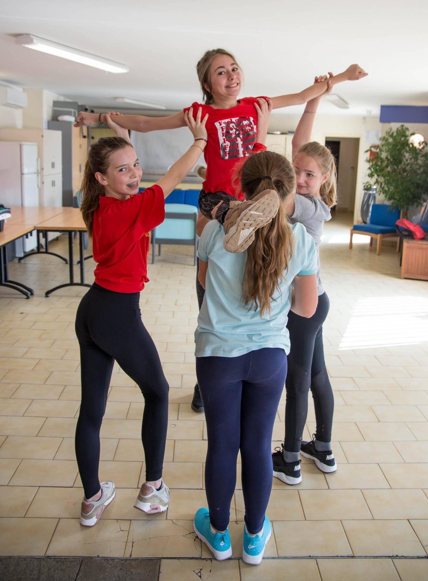 L'expression et notamment la danse fait partie du planning d'activités.