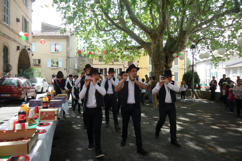 Accueil en fanfare pour la délégation italienne.