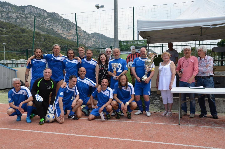 En finale, Old Stars San Remo (en bleu) contre Soccer Torino.