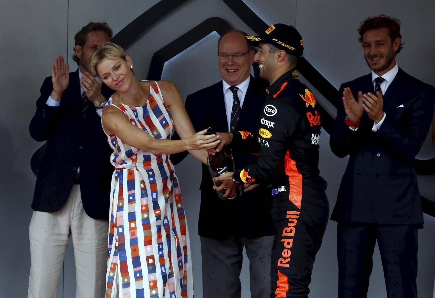Podium du 76ème Grand Prix de Monaco, dimanche 27 mai 2018, avec le vainqueur Daniel Ricciardo devant Sebastian Vettel et Lewis Hamilton, en présence du prince Albert II de Monaco, la princesse Charlène et Pierre Casiraghi.
