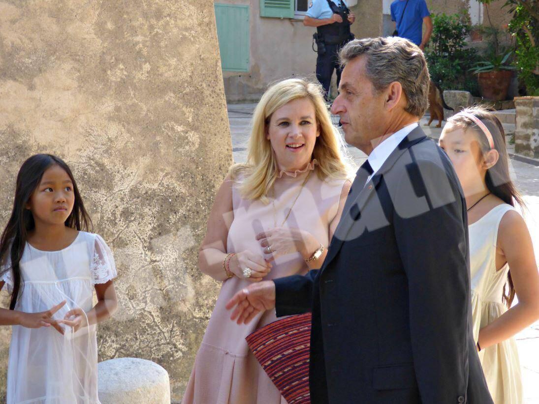 La chef Hélène Darroze et ses filles avec Nicolas Sarkozy.