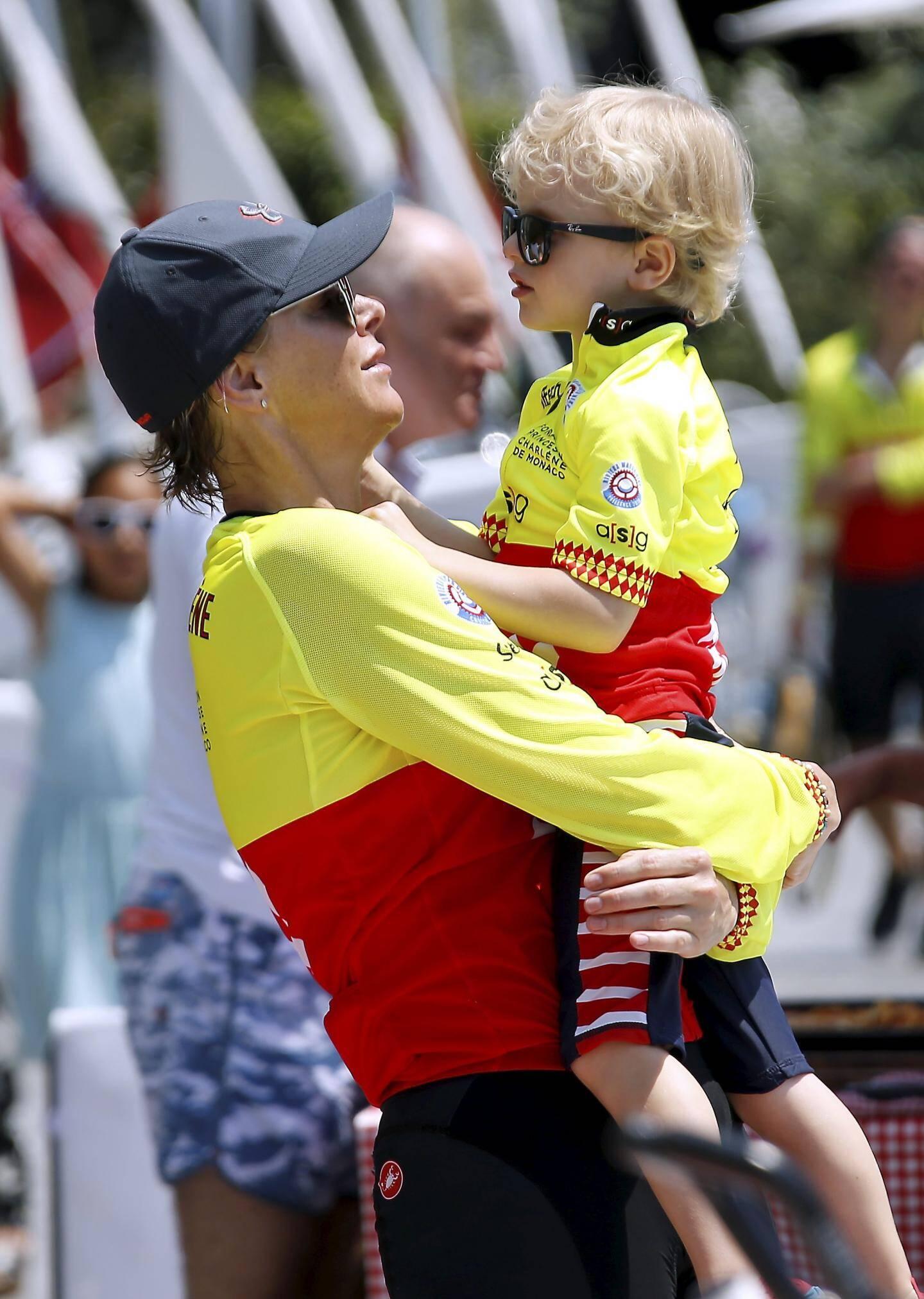 Pour le fan-club, le couple princier a pu compter sur le soutien de ses enfants.