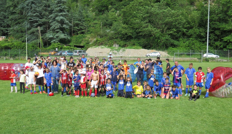 Les participants au tournoi de football de l'APE.