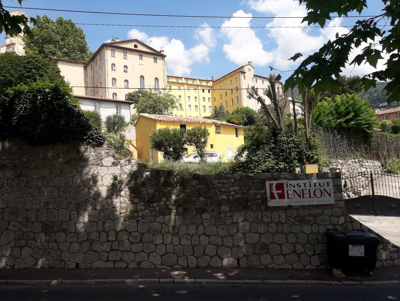 Les bâtiments depuis l'avenue Pierre-Sémard.
