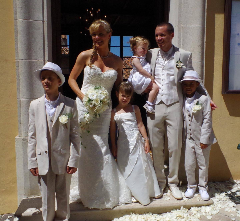 Florence et Mathieu avec leurs enfants.