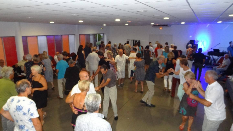 La salle de La Falquette s'est ensuite transformée en piste de danse.