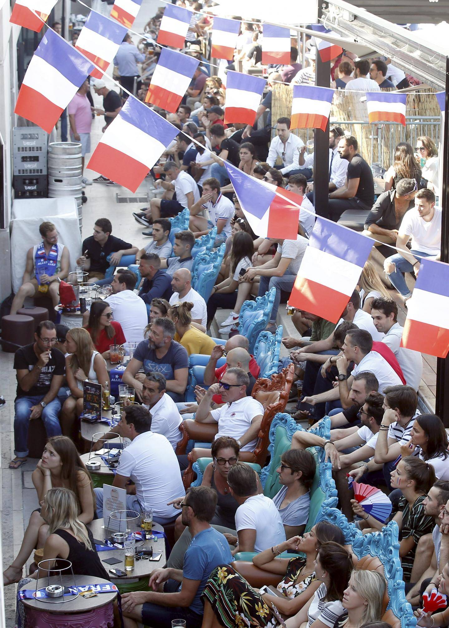 On a refusé du monde hier à la Brasserie de Monaco où toutes les tables étaient déjà réservées au coup d'envoi. Du côté de la place d'Armes, l'ambiance était aussi chaude devant les écrans du Monaco Bar.