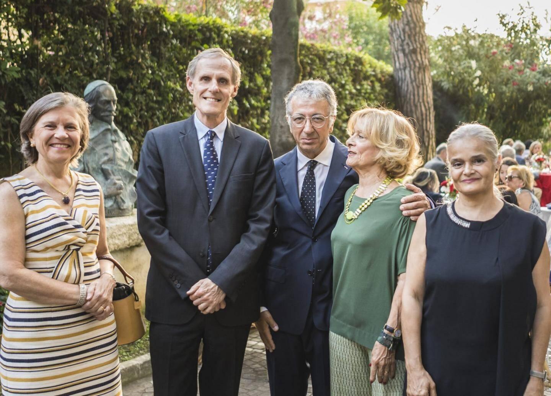 À Lisbonne, Henrique de Polignac Mascarenhas de Barros, ambassadeur de Monaco au Portugal, et Diane de Polignac de Barros, vice-consul, ont offert une réception dans le cadre prestigieux du Château-fort de « Forte da Cruz », à Estoril. Quelque deux cent cinquante invités étaient réunis pour cette soirée estivale.  (DR)