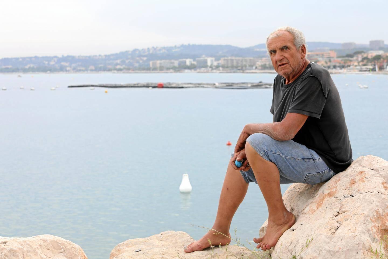 Le patron-pêcheur Antoine Saïssy devant la ferme aquacole de Cagnes, qu'il a créée il y a 28 ans, faisant alors figure de pionnier. Une ferme qu'il n'a apparemment pas l'intention d'abandonner.