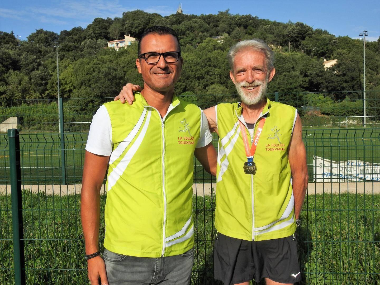 « La course est un plaisir », c'est donc avec le sourire que Pierre Flavenot, membre et entraîneur de la Foulée tourvaine, a franchi la ligne d'arrivée.