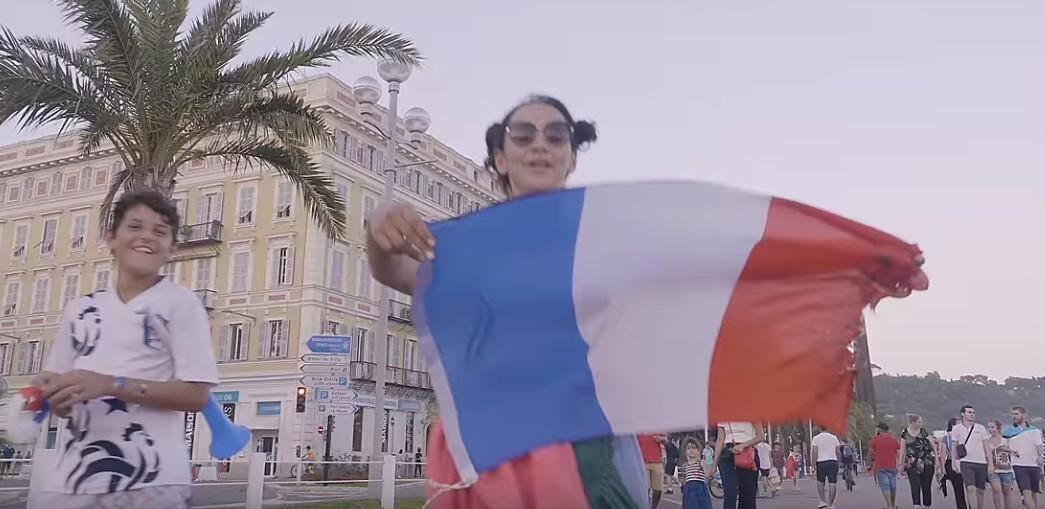 La joie des Niçois, sur la Prom', le 15 juillet après la victoire de la France en finale de la coupe du monde.