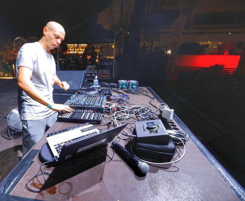 Le DJ Recondite a déchaîné le public sur la scène de la terrasse du palais des festivals.