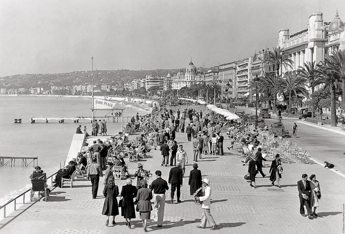 La promenade des Anglais, dans les années 50, la plage est plus que réduite... Depuis, 40 ans, pour conforter la plage, 500.000 m3 de galets ont été déversés.