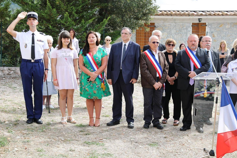 Le maire de Castillon, Olivier Chantreau (à droite) n'a pas caché à son inquiétude au cours de la cérémonie en souvenir de la destruction, en septembre 1944, de l'ancien village